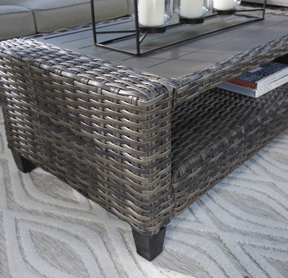 Tacoma 4-Piece Outdoor Seating Set - Cocktail Detail